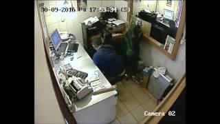 «Хитрое ограбление» обменника в центре Праги(, 2016-10-01T09:17:01.000Z)