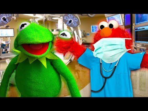 DOCTOR ELMO FIXES KERMIT THE FROG'S EYE! (Finally)