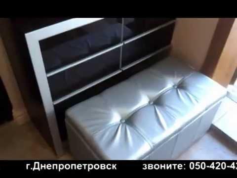 Красивая современная прихожая: встроенный шкаф-купе+комод+полка