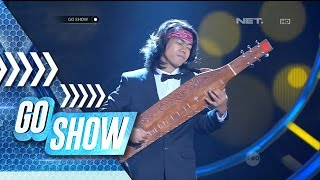Beautiful! Ardo performing Coldplay's song with traditional instrument Sape' - Go Show