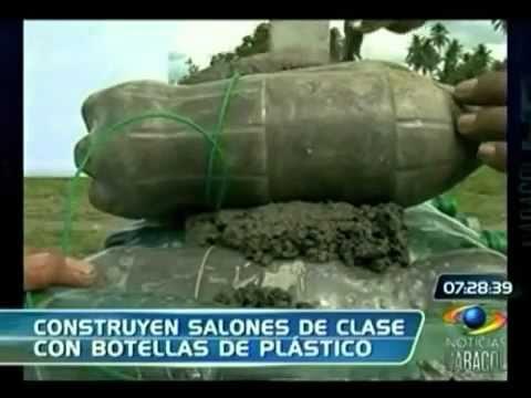 Construyen paredes con botellas de plastico youtube for Casita de plastico para jardin