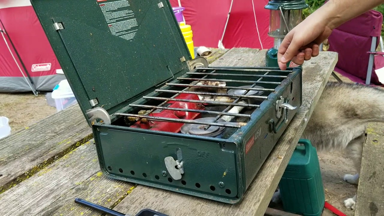 How to use a Coleman 425 camping stove step by step