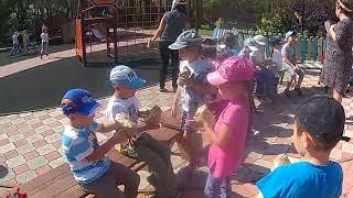 Ваши детки умеют плести лапти русские своими руками,кто бы мог подумать!