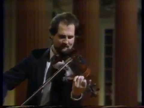 Scottish fiddle : Douglas Lawrence plays a March/Strathspey/Reel selection.