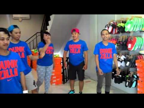 34ac32bcf0b7c2 Huddle Nike Warehouse Center Depok - YouTube