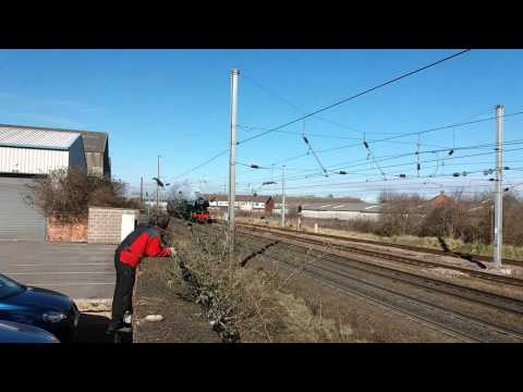 Flying Scotsman passes newark on trent