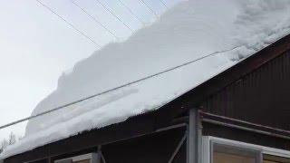 これぞ雪国の知恵。大迫力の雪かきライフハック!