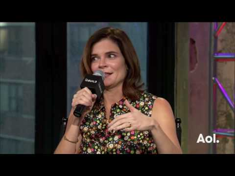 """Betsy Brandt Discusses Her CBS Sitcom, """"Life In Pieces"""" 