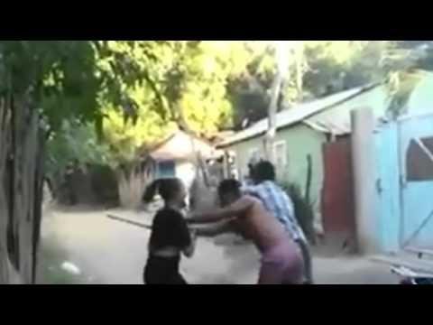 pelea de dos pareja dandose pu�etaso