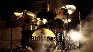 Смотреть клип Blossoms - Blow