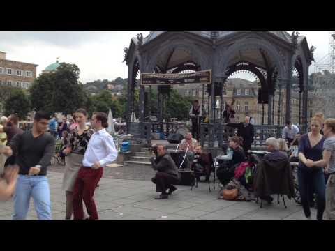 Lindy Hop am Schlossplatz in Stuttgart - Es s(ch)wingen die Tanzbeine