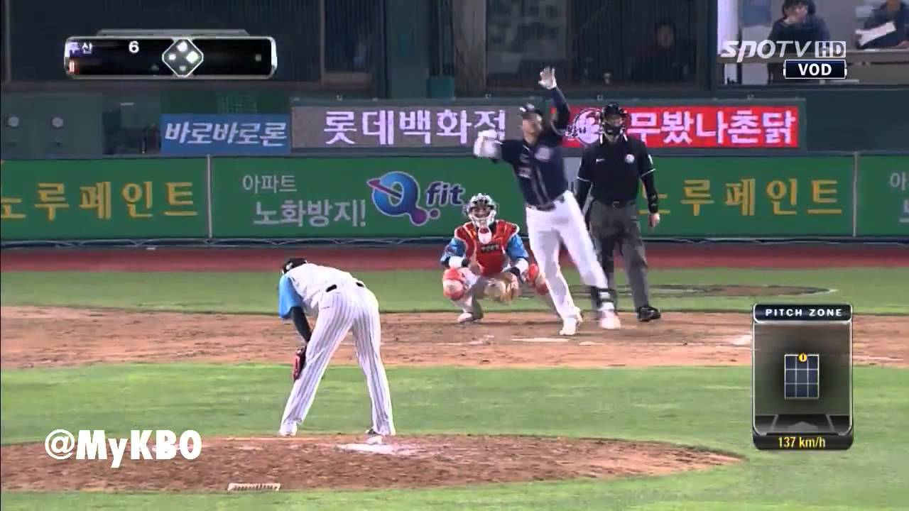 Hong Sung-heon's Bat-Flips of the Day