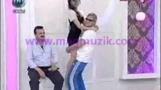 Mehmet Ali Program Bastı..Hande Ataizini Taciz Etti..