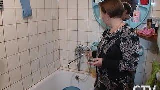 Чтобы из крана пошла горячая вода, минчане дома по ул. Варвашени, 16 вынуждены ждать около 10 минут(http://www.ctv.by/novosti-minska-i-minskoy-oblasti/chtoby-iz-krana-poshla-goryachaya-voda-minchan-vynuzhdeny-slivat-ee., 2015-11-19T13:43:59.000Z)