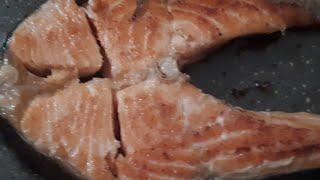 Вкусненькая курочка с ананасами и грецкими орехами. Салат.