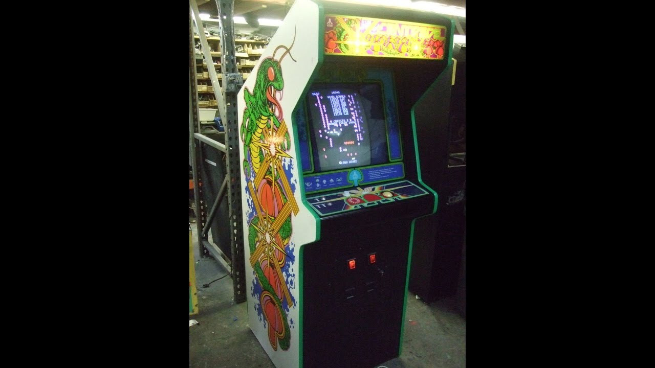 503 Atari Centipede Arcade Video Game With Full New Side