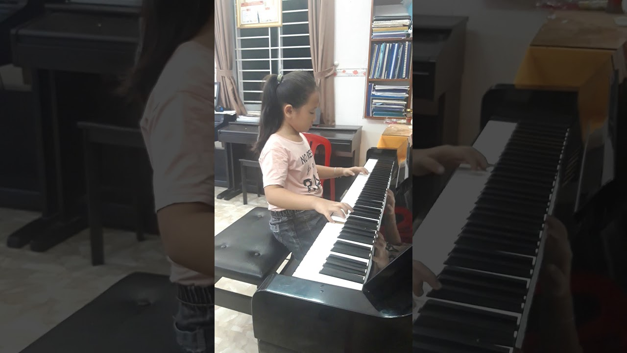 Bé Huỳnh Lương Quỳnh Hương..sinh năm 2012 . Học trò cô Đỗ Sáu ..Toccata của Paul Mauriat