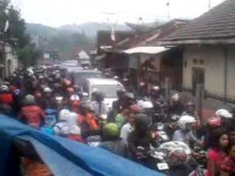 kemacetan di pjl33 pamuruyan