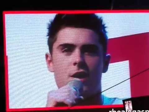 """Zac Efron Sings """"Start of Something New"""" With The Crowd - Penshoppe Fan Con 2012"""