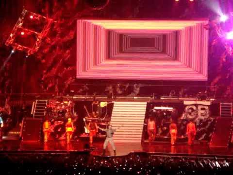 Chris Brown F.A.M.E. Tour - Entrance (Sydney - 260411)