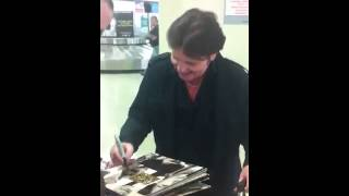 Charlie Burchill SIMPLE MINDS Signing Autographs Team Derek
