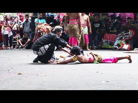 WAWWW PENARI JATHILAN KESURUPAN | PENARI KESURUPAN | DANCERS TRANCE