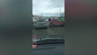 На Суходольской столкнулись грузовик  легковушка и автобус