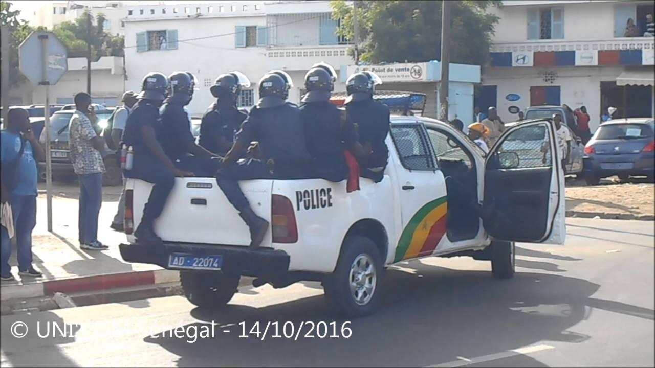 s n gal la police disperse brutalement la marche de l 39 opposition youtube. Black Bedroom Furniture Sets. Home Design Ideas