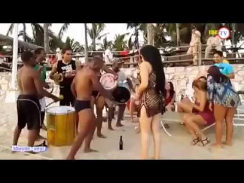 видео жесткого секса в одну дырку два члена таким образом