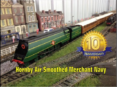Hornby R3435 Air Smoothed Merchant Navy 'Royal Mail' Unboxing and Review