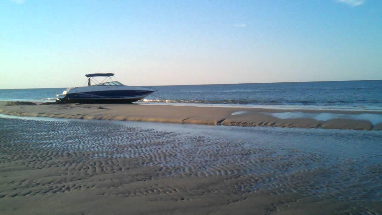 Towing A Boat Off A Sandbar At Cranes Beach Youtube