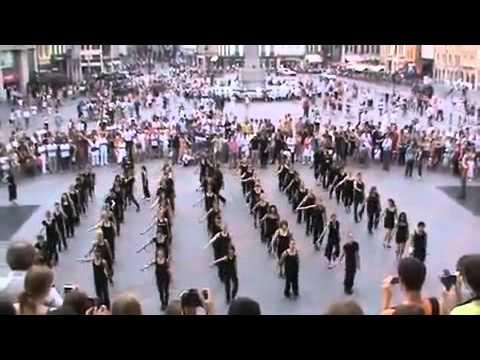 Танцевальный флешмоб в память о Майкле Джексоне