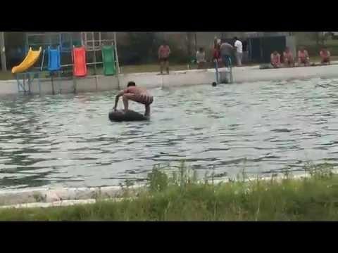 Неудачный бросок в бассейне - Смотреть на Мета Видео