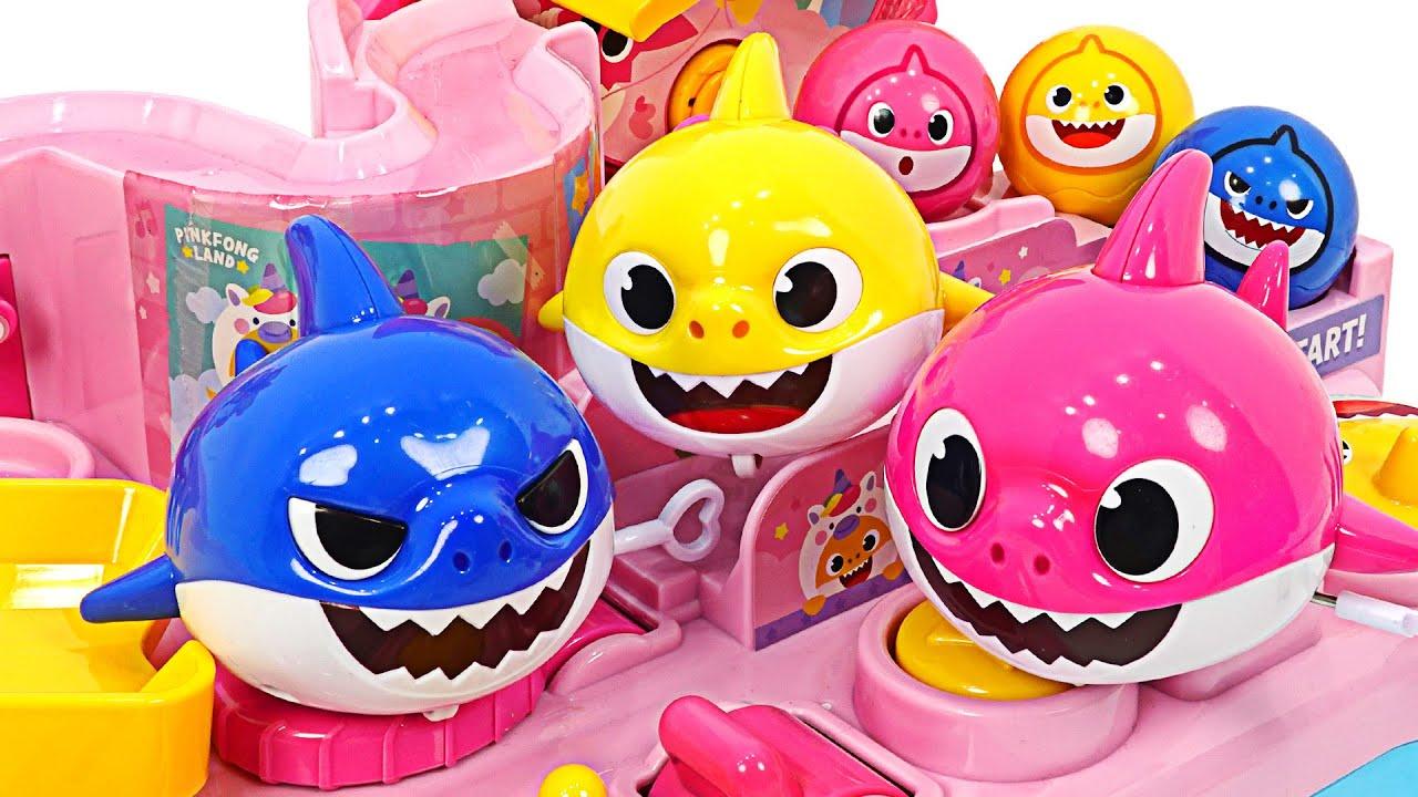 상어가족과 핑크퐁 놀이동산으로 놀러가자! 핑크퐁 아기상어 태엽놀이 | PinkyPopTOY