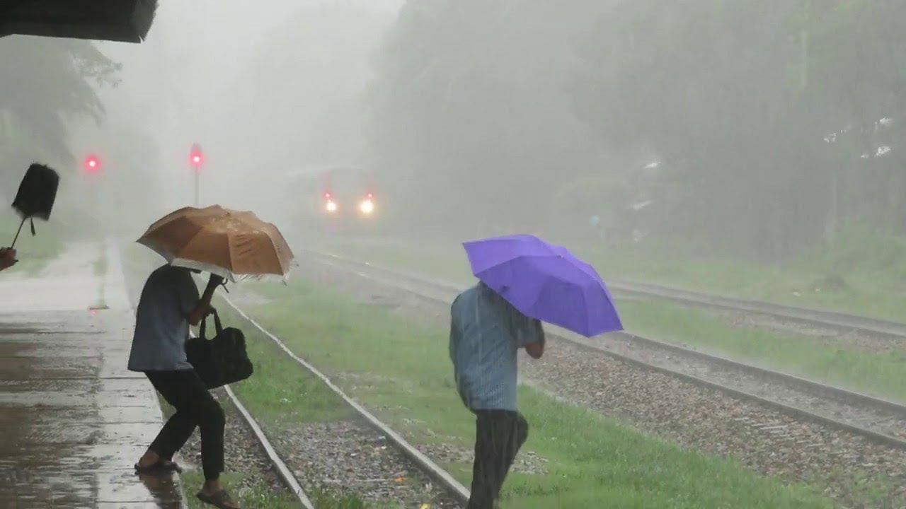 Passenger Train affected by heavy Rain    Bangladesh    2019   Laksham DEMU
