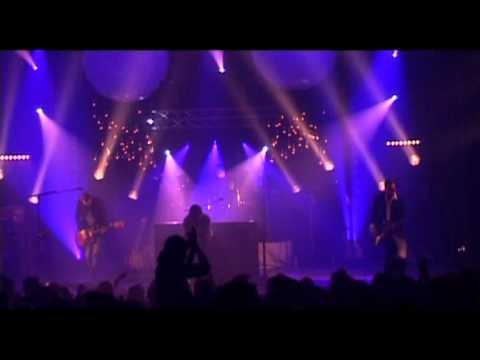 GLORIOUS - Un Monde (live)
