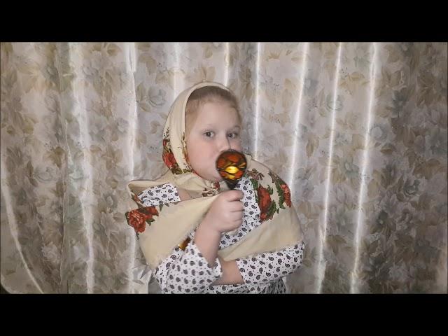 Изображение предпросмотра прочтения – ПолинаФролова читает произведение «Частушки» (Русский фольклор )