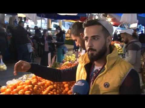 Bursalı pazarcı tezgah başında söylediği şarkıyla fenomen oldu