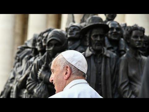 بابا الفاتيكان في قداس خاص.. يسدل الستار عن نصب تذكاري للمهاجرين ويذكّر بمعاناتهم…