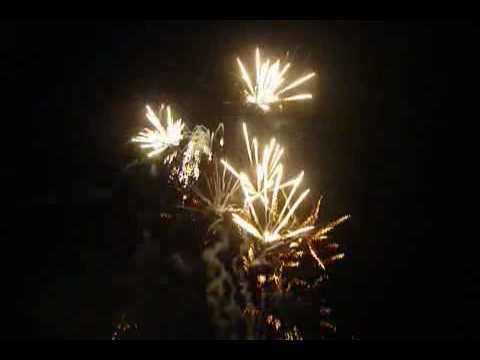 Bắn pháo Hoa Thành Phố Trà Vinh 1 ngày 28-04-2010.mp4