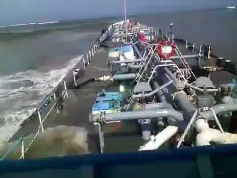 binnenvaarttanker op zee