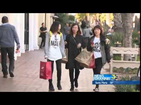 Mall shoppers in Santa Barbara