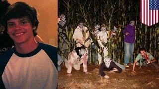 18-летний актёр погиб под колёсами автобуса в кукурузном лабиринте(Внимание любителям Хэллоуина! Этот аттракцион кажется простым и невинным, но будьте осторожны! Автобус..., 2014-10-14T15:11:35.000Z)