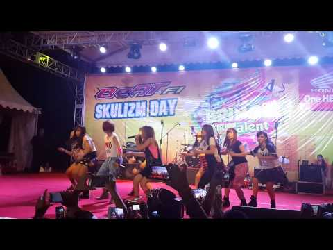 Cherrybelle-Mix Songs at Top100 Batam (7 Sept 2014)
