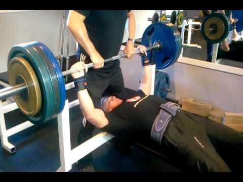 70-year old benching 160 kg (352 lbs)