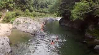 飛べない豚はただの豚! 和歌山の川遊び風景を空撮してみました.