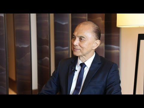 LIVE: Prof. Jimmy Choo OBE eyes China's import expo with pair of diamond shoes worth over $4 mln