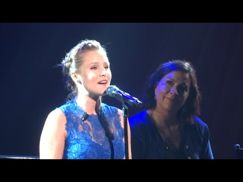 "Kristen Bell performs unreleased Frozen demo song ""The Spare"" at D23 Expo 2015"