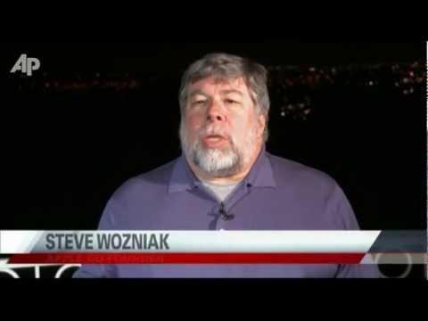 Wozniak Tearfully Remembers His Friend Steve Jobs