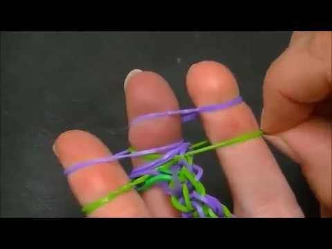 Для того, чтобы влиться в это веселое сообщество, надо лишь купить один из представленных наборов и выпустить фантазию на свободу!. Каждый набор состоит из множества разноцветных резиночек, крючка и ткацкого станка для плетения. Самое простое это начинать обучение с плетения браслетов.
